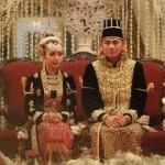 la princesa Gusti Kanjeng Ratu Bendara, hija menor del Sultán Hamengkubuwono X, y Kanjeng Pengeran Haryo Yudhanegara